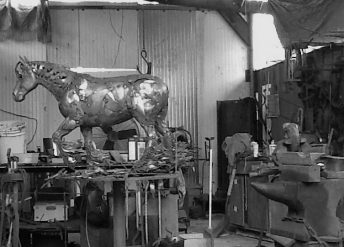 metal horse sculpture process photo